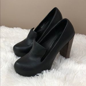 Matiko Black Leather Pumps. Wooden Heels sz7